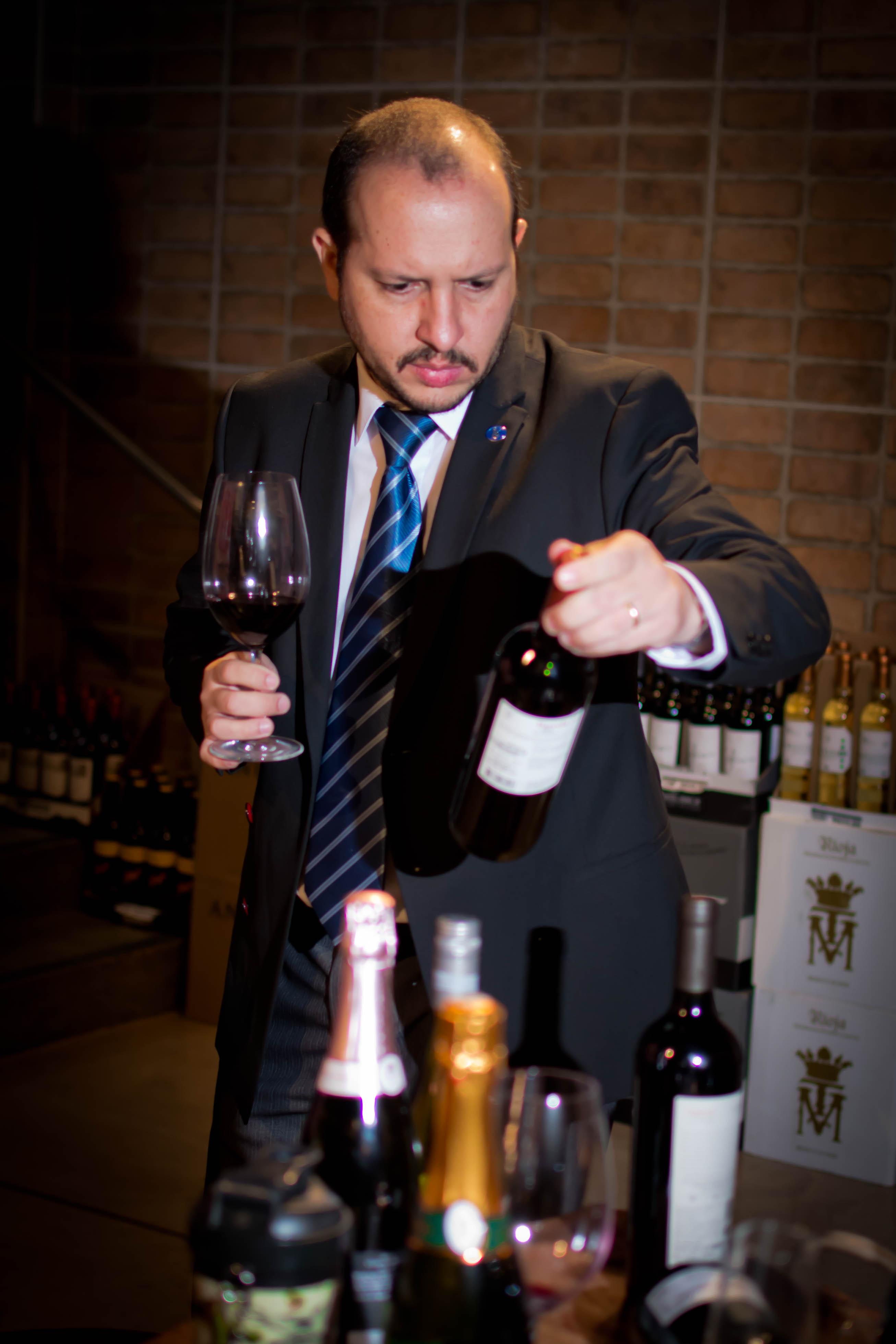 Roberto Júnior, sommelier de vinhos